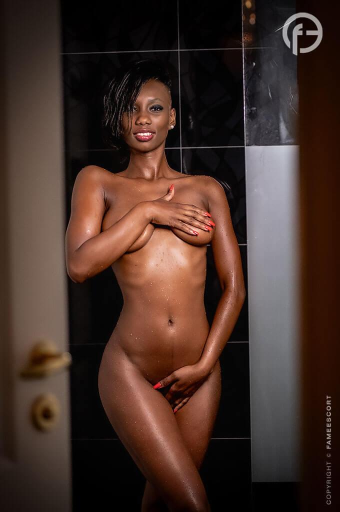 Skinny Black Aaliyah Escortgirl Berlin